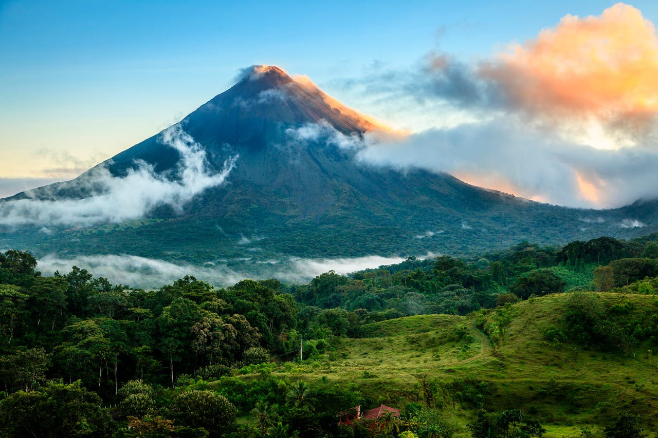 There's so much on offer in Costa Rica, from the country's rich and vibrant culture to it's unique wildlife to some of the world's most breathtaking views. Take your time navigating the different routes across the country and build your perfect schedule.